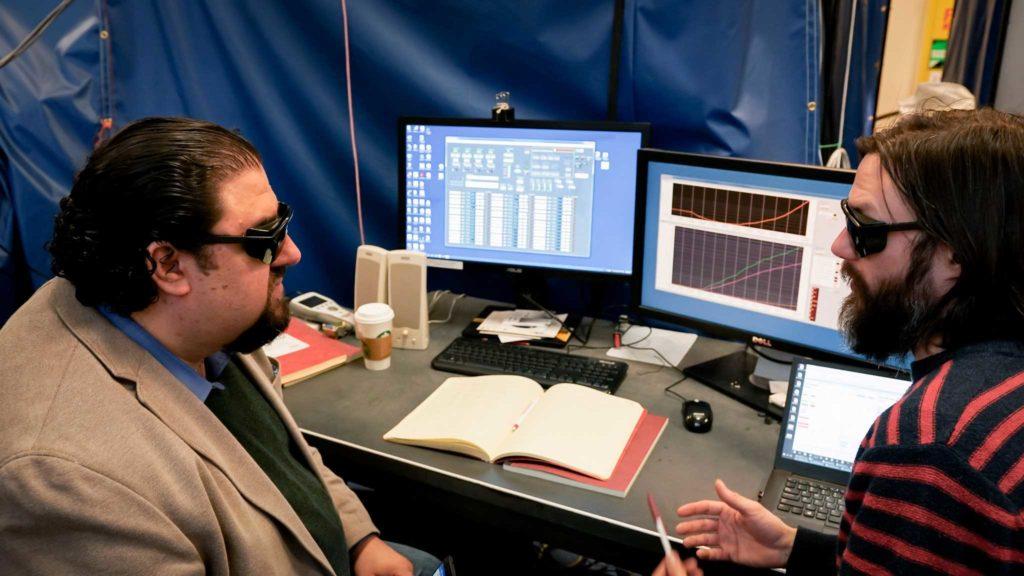 En el laboratorio para probar Parker tienen que trabajar con gafas de sol... porque simulan un Sol en miniatura