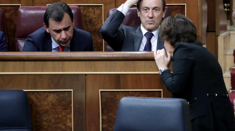 Soraya Sáenz de Santamaría, Fernando Martínez-Maíllo y Rafael Hernando, en el Congreso.