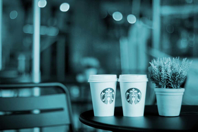 El caso de Starbucks es un claro ejemplo de cómo una acción errónea de un empleado, amplificada por las redes sociales, puede convertirse en una complicación mayúscula para cualquier organización global.