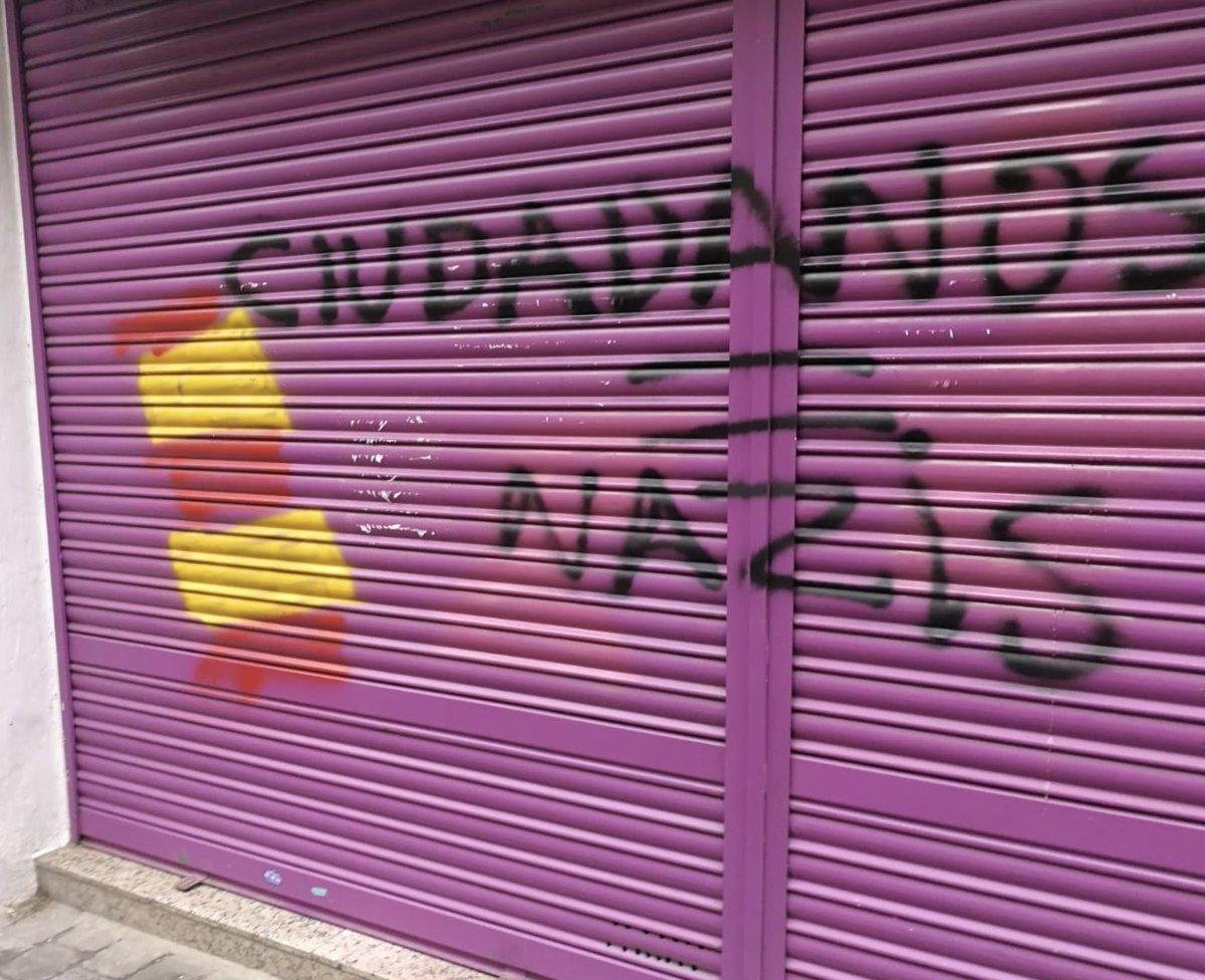 Así ha amanecido la tienda de la madre de Albert Rivera en Granollers.