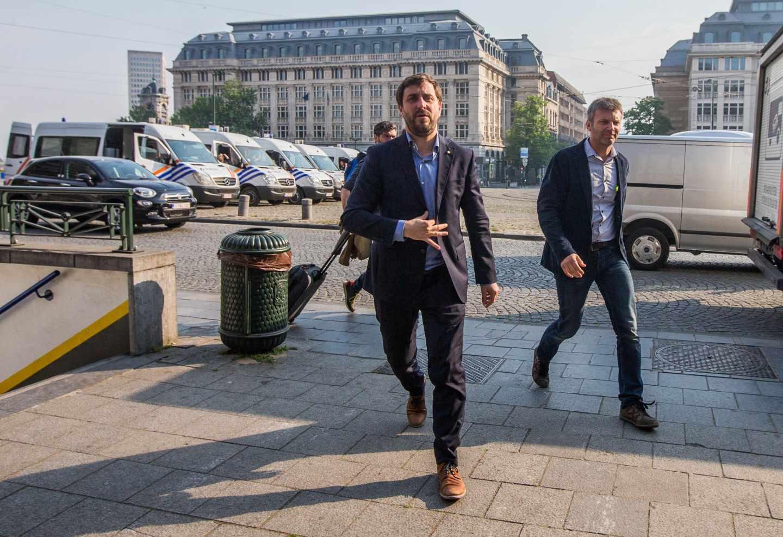 El ex consejero catalán huido Toni Comín llega al tribunal para comparecer ante el juez belga.