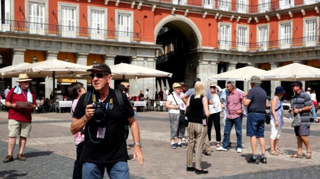 Turistas en la Plaza Mayor de Madrid.