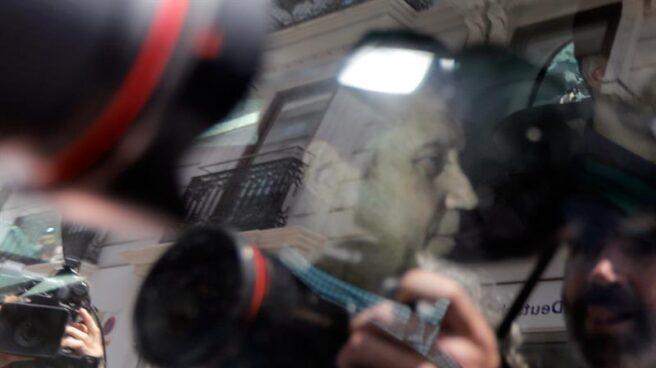 Eduardo Zaplana,, trasladado por agentes de la UCO esta semana para asistir a un registro.