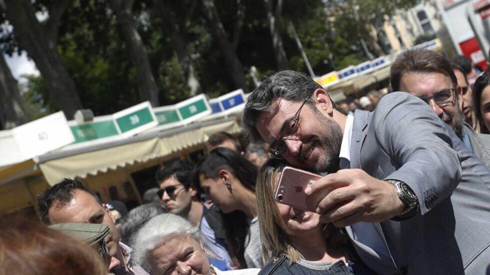 Máxim Huerta, ministro de Cultura, en la Feria del Libro.