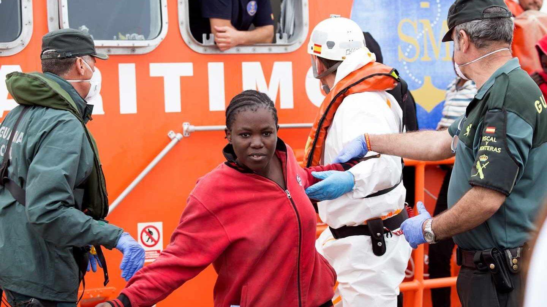 Llegan al puerto de Motril los 53 inmigrantes subsaharianos rescatados.