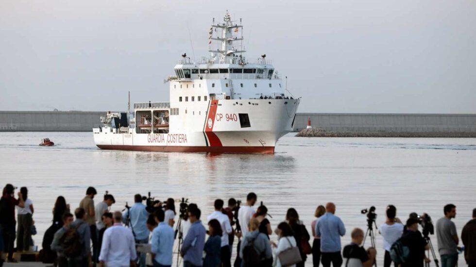 Llegada a Valencia del primer barco de la flotilla del Aquarius.