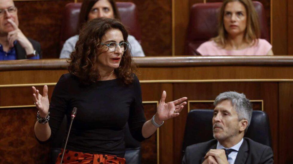La ministra de Hacienda, María Jesús Montero, en la sesión de control al Gobierno.