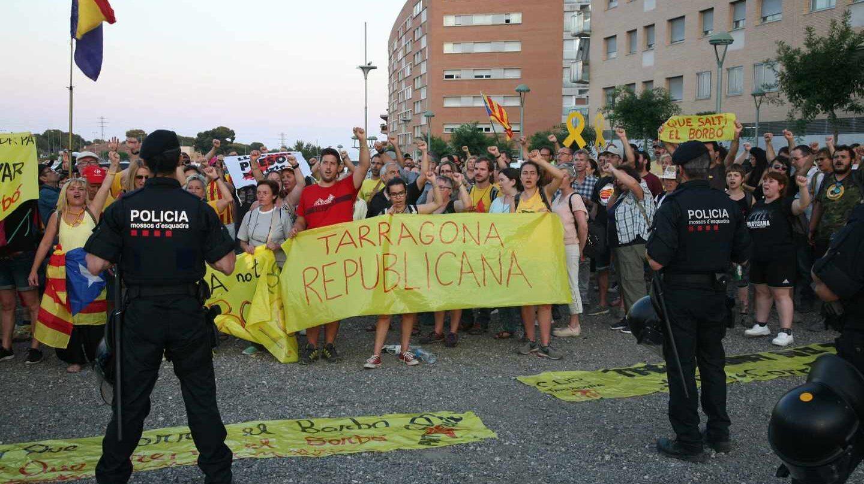 Protesta en Tarragona contra el Rey en los Juegos del Mediterráneo.
