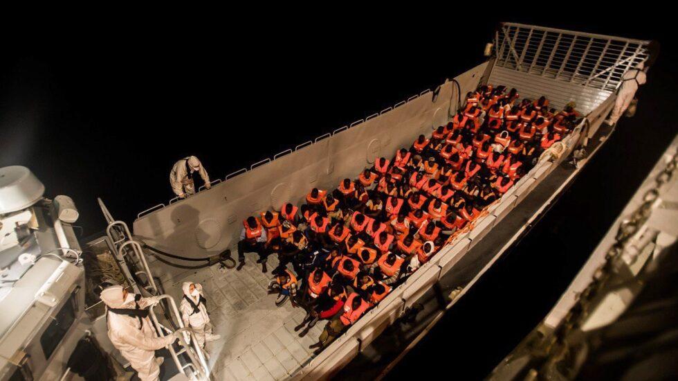 Inmigrantes rescatados por el barco Aquarius que llegará a Valencia.