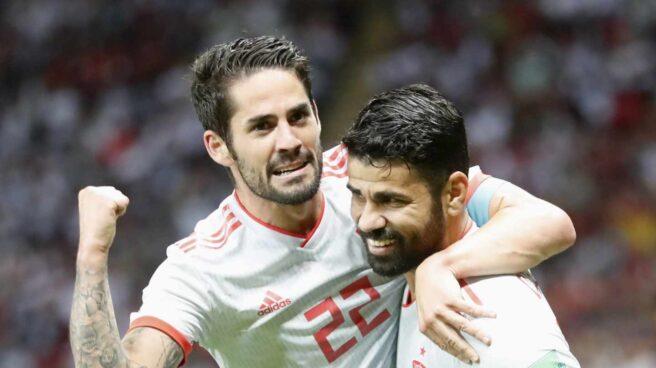 Isco y Diego Costa celebran el primer gol de España frente a Irán.
