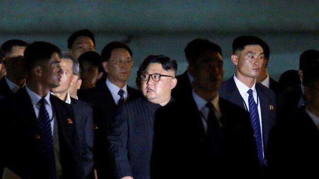 El líder norcoreano, Kim Jong-un, en un paseo nocturno por Singapur.