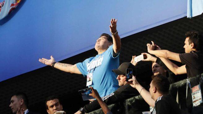 Maradona, en la tribuna.