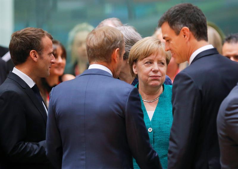 La canciller, Angela Merkel, rodeada por Pedro Sánchez, Donald Tusk y Emmanuel Macron.