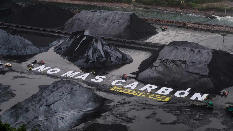 Acción del grupo ecologista Greenpeace contra el carbón.