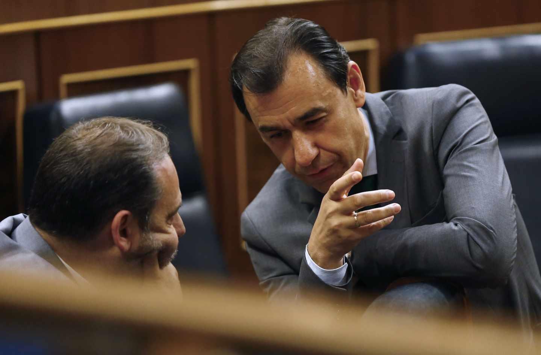 José Luis Ábalos y Fernando Martínez-Maíllo, en el Congreso de los Diputados este martes.