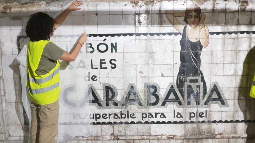 Anuncio de los años 20 encontrado en la estación de Metro de Madrid 'Sevilla'