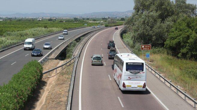 Vista de la AP-7 a su paso por Algemesí, en Valencia.