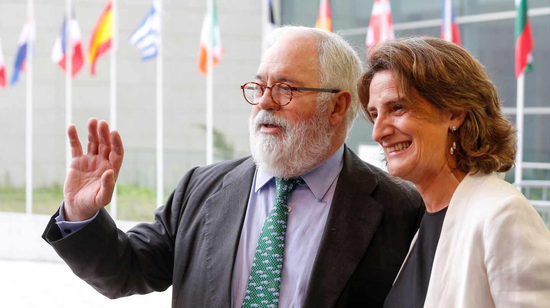 El comisario europeo de Energía y Acción Climática, Miguel Arias Cañete, y la ministra de Transición Ecológica, Teresa Ribera.