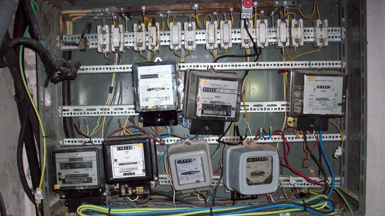 Contadores eléctricos manipulados.