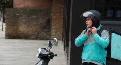 Los tribunales sentencian por primera vez que los 'riders' de Deliveroo son falsos autónomos