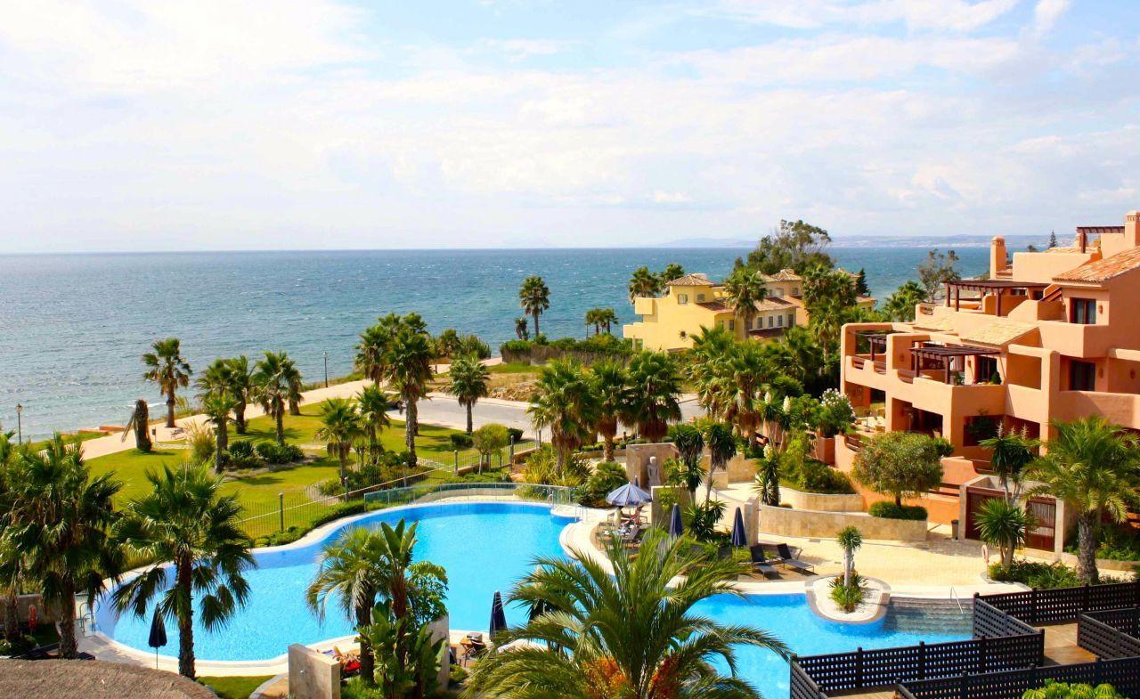Los españoles vuelven a buscar una casa en la playa.