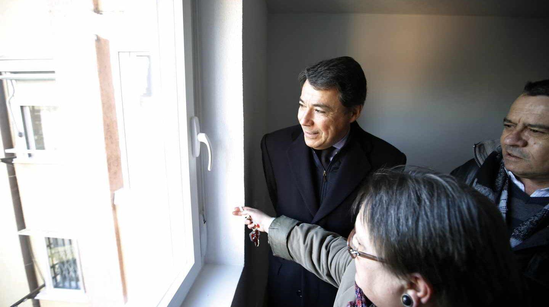 La venta de 3.000 viviendas del Ivima al fondo buitre Goldman Sachs ocurrió en 2013, durante la presidencia de Ignacio González.