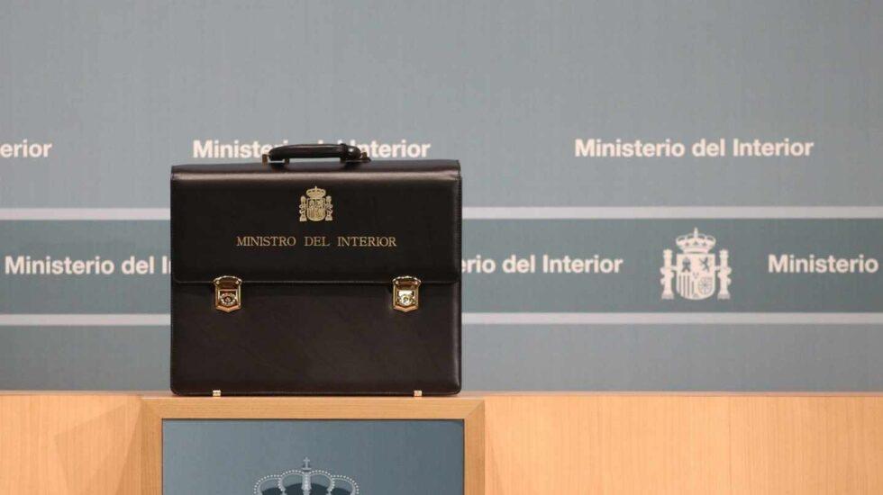 Cartera ministerial entregada a Fernando Grande-Marlaska, sucesor de Zoido en Interior.