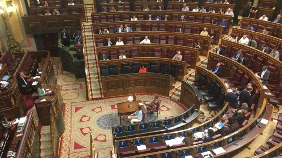 Margarita Robles, en su escaño de ministra de Defensa en el Congreso de los Diputados.