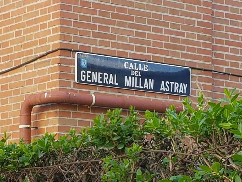 Placa de la calle General Millán Astray.