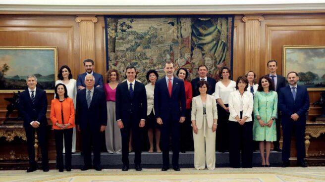 Los nuevos ministros en el Palacio de la Zarzuela.