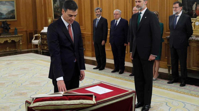 El líder del PSOE, Pedro Sánchez, en la toma de posesión como presidenete del Gobierno ante el Rey Felipe VI.