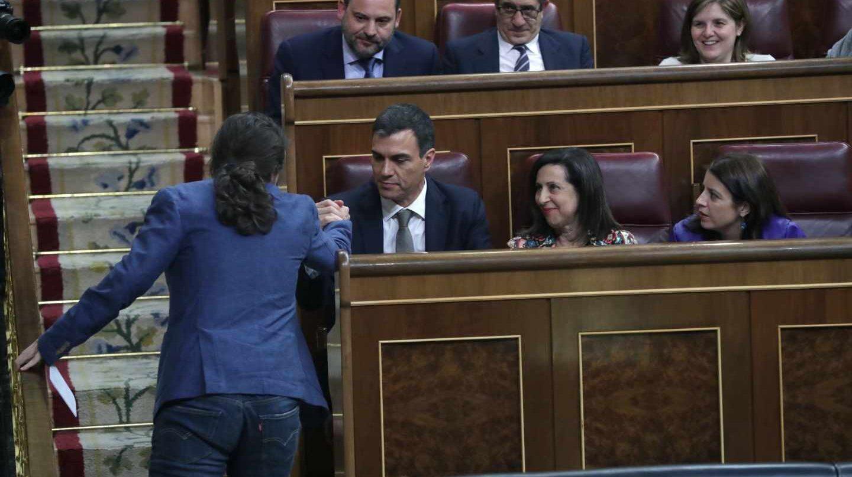 Pedro Sánchez y Pablo Iglesias, en el Congreso de los Diputados durante el debate de la moción de censura.