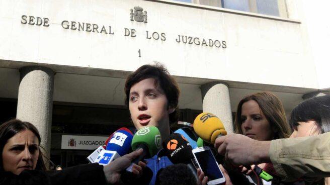 Francisco Nicolás Gómez Iglesias atiende a los periodistas tras una de sus declaraciones en los juzgados.