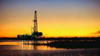 Trump dispara al petróleo un 30% tras anunciar que habrá recorte de producción