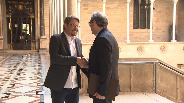 El líder de Catalunya en Comú, Xavier Domènech, junto al presidente de la Generalitat, Quim Torra.