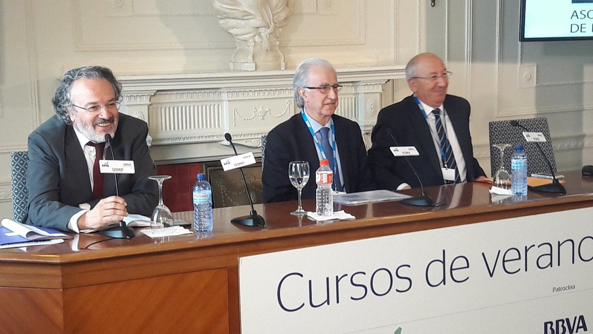 Javier Alonso, subgobernador del Banco de España, y Amancio Fernández, director del curso APIE.