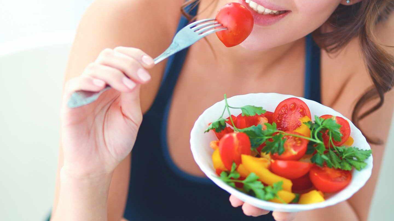 Diez consejos para comer sano en la oficina en verano.