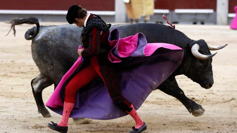 El diestro Fernando Robleño durante una corrida de San Isidro.