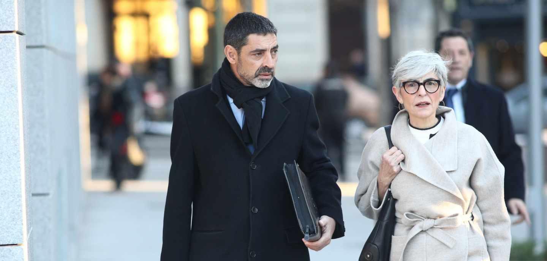 Trapero, acompañado por la abogada Olga Tubau, dirigiéndose a la Audiencia Nacional.