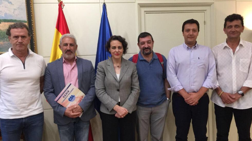La ministra de Trabajo, Magdalena Valerio, reunida con la Plataforma Nacional por el Anticipo de la Jubilación de los Policías Locales.