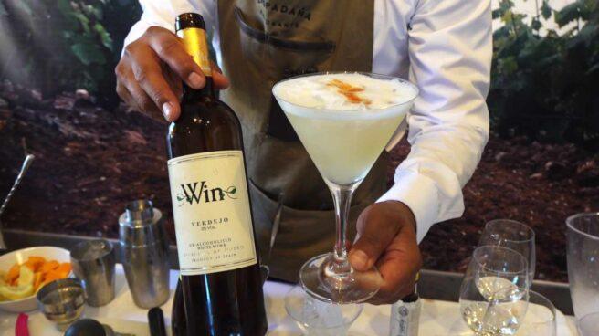 Un cótctel elaborado con vino sin acohol Win