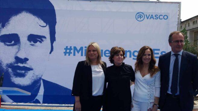 Mari Mar Blanco, Soraya Sáenz de Santamaría, Teresa Jiménez Becerril y Alfonso Alonso, hoy en Ermua.