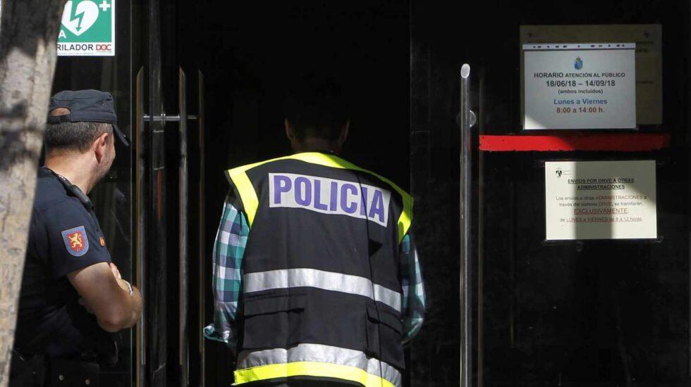 Operación Enredadera: la policía entra en el Ayuntamiento de Torrelodones.