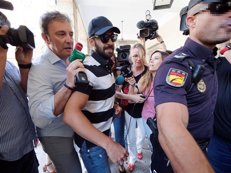 Antonio Manuel Guerrero a su llegada a la Audiencia de Sevilla para seguir por videoconferencia la vista de Pamplona.