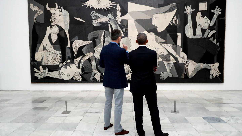 El rey Felipe y Obama miran el Guernica en el Reina Sofía.