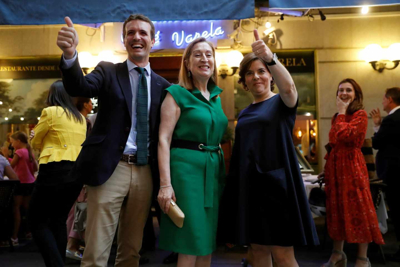 Casado, Pastor y Santamaría, antes de la cena del PP en Madrid.