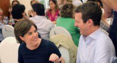Santamaría y Casado charlan amigablemente en la cena de diputados populares del pasado martes