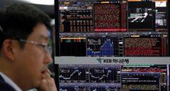 Operador de inversiones en un mercado asiático.