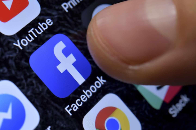 Facebook se desploma más de un 20% ante las señales de que su crecimiento se estanca.
