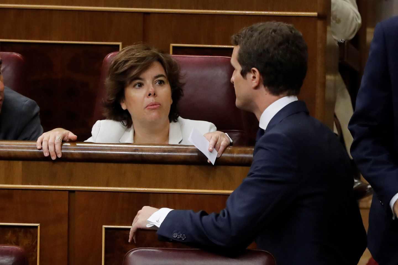 Soraya Sáenz de Santamaría y Pablo Casado, en el Congreso.